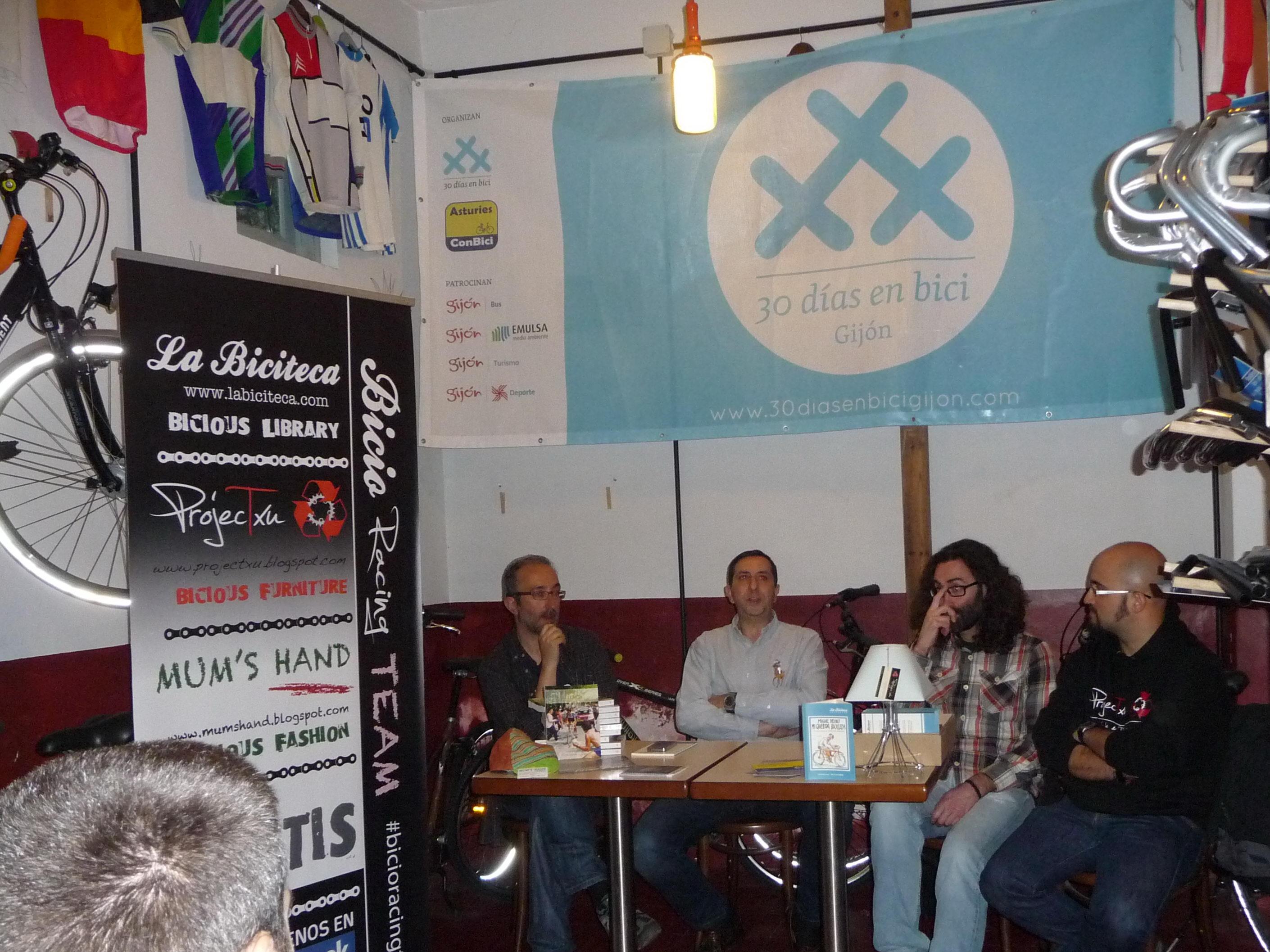 Foto de Presentación de La Biciteca en Ciclos Esplendor, 30 Días en Bici Gijón 2014